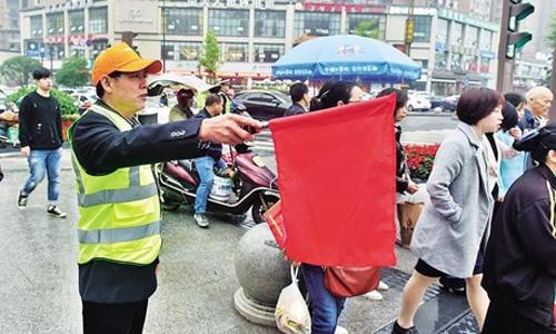 """内江开展为期两个月的""""文明礼让·志愿同行""""文明交通引导志愿服务行动"""